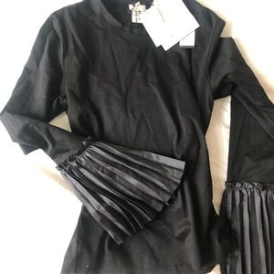 Commes des garçons black too with pleated sleeve
